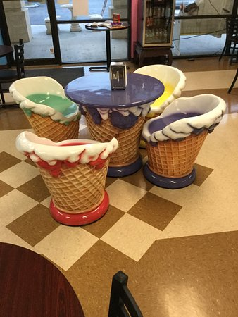 Gentil Big Olaf Ice Cream And Coffee Cafe: Ice Cream Chairs