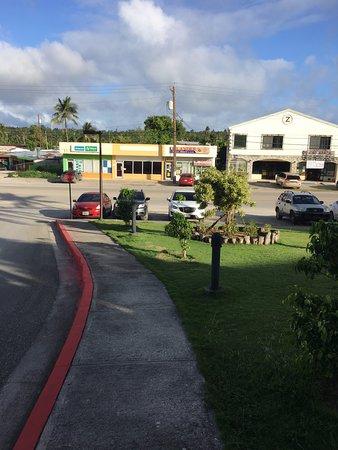 Pacific Islands Club Saipan: 호텔 입구 앞 전경/ 저게 다임
