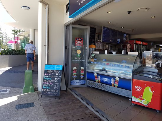 Caloundra, Australië: The front shop.