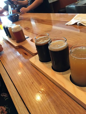 North Syracuse, État de New York : Great selection of craft beer both brewed on premises and from other NY state breweries