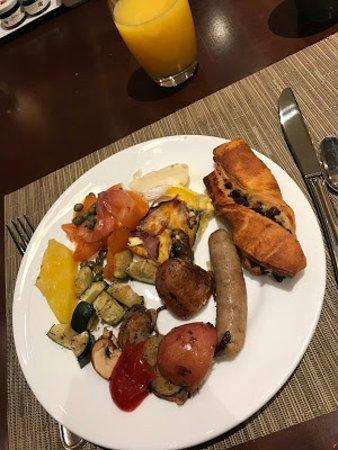 Hyatt Regency Calgary: Buffet breakfast at Thomsons, sorry, I love a lot of different foods!