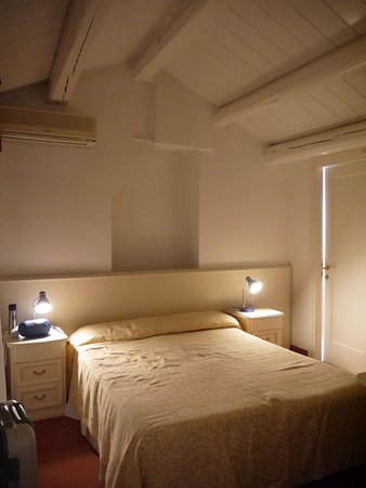 Hotel Malibran: small sweet room