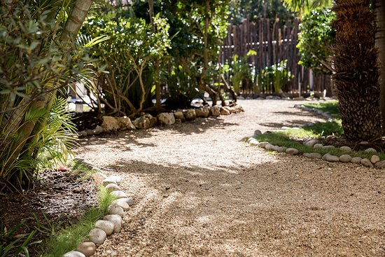 Villas H2O: Jungle path to the pool
