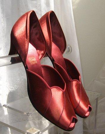 Decotique Antiques Fine Vintage Arel Daniel Green Satin Slippers