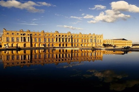 Versailles Guided Tour and Priority