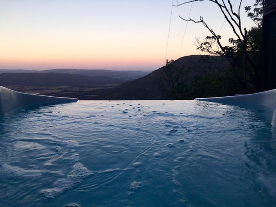 Vacy, ออสเตรเลีย: Sunset view from hot tub in Peta cabin