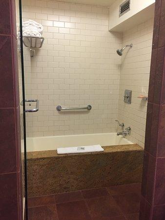 Hotel Kabuki, a Joie de Vivre hotel: nice deep bathtub