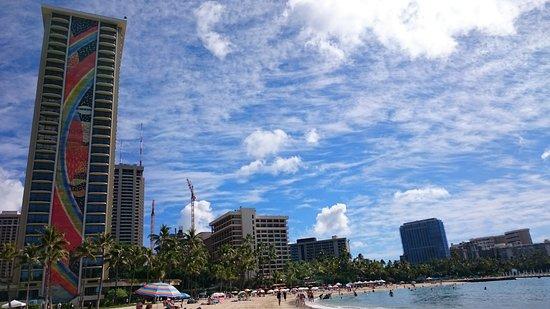 Hilton Hawaiian Village Waikiki Beach Resort: レインボータワーと海