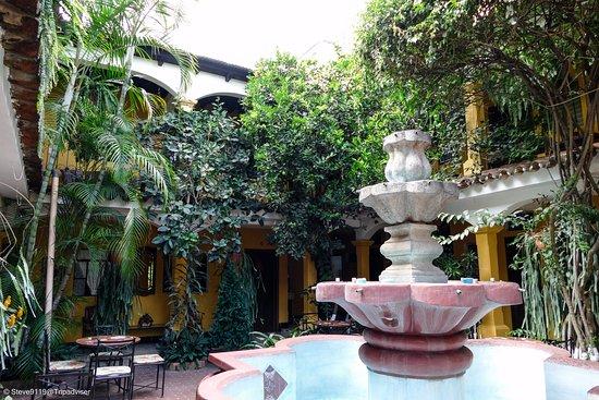 Hotel Posada San Vicente: nice gardens