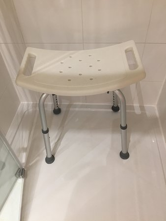 ‪‪Kirby Muxloe‬, UK: Yellow Room Ensuite Shower Optional Shower Stool‬