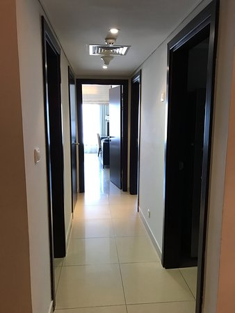 Gloria Hotel: коридор разделяющий спальни