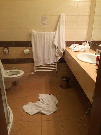 "Dolce Villa Hotel: вот так выглядит ванна после ""уборки"""