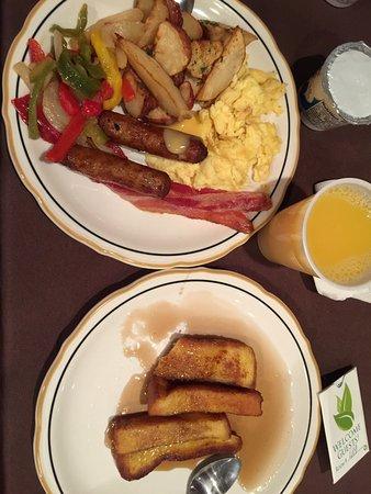 Eisenhower Hotel & Conference Center: Breakfast