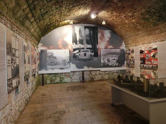 Museum of Croatian War of Independence: 内部の展示室