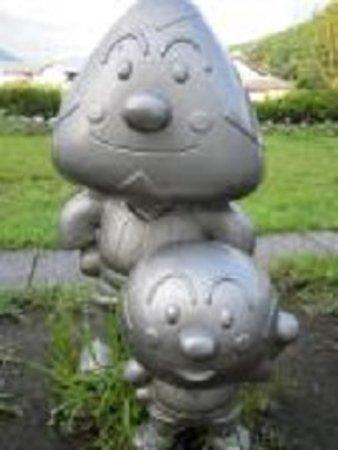 Kami, Jepang: あちこちに石造