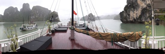 Halong Phoenix Cruiser Day Tour : Despite the weather, what a beautiful place.