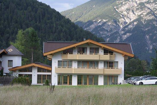 Rosenhof von au en bild von appartements rosenhof for Traditionelles tiroler haus