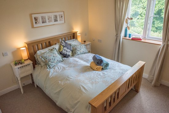 Llangorse, UK: Ensuite with Double Bed at rear of property overlooking well maintained gardens