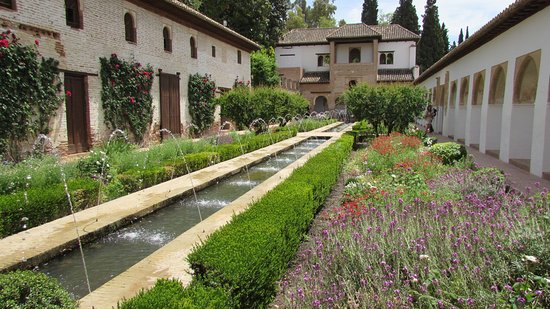 Generalife picture of the alhambra granada tripadvisor for Jardines de gomerez granada