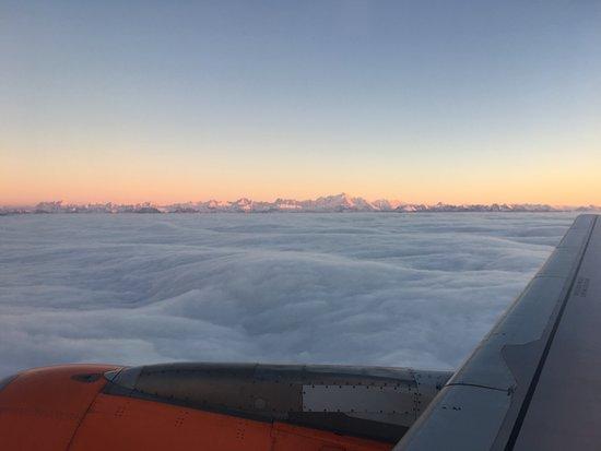 Montblanc, França: Le massif du Mont-Blanc pris à partir d'un avion Genève - Stockholm