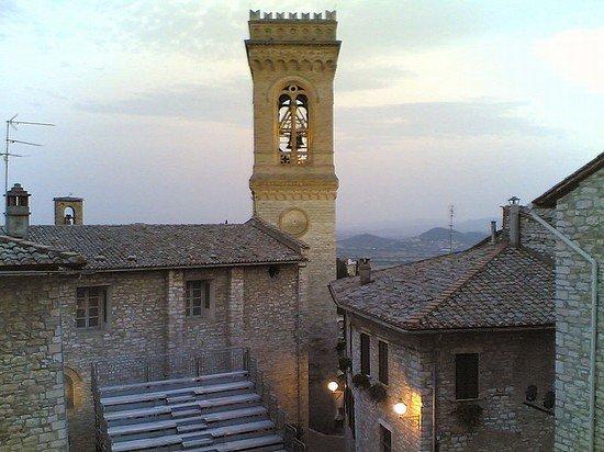 Corciano, Italien: Campanile Medievale della chiesa