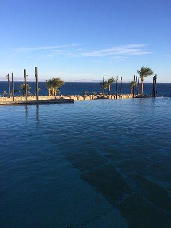 Le Meridien Dahab Resort: Breakfast by the infitity pool