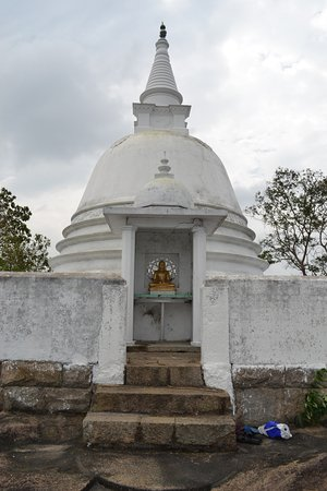 Gampaha, Sri Lanka: Stupa at the summit