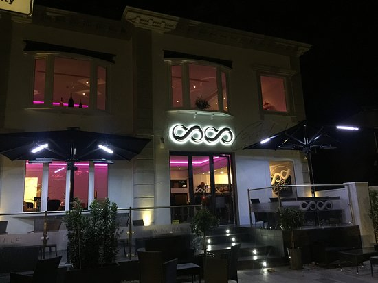 CoCo Cocktail And Wine Bar