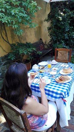 Hotel posada Manuel de lobo: desayuno en el patio