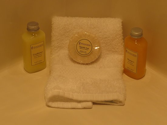 Point Clear Cottages: Italian bath products.