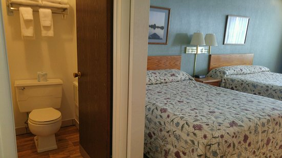 Henrys Fork Inn: Double Queen Room