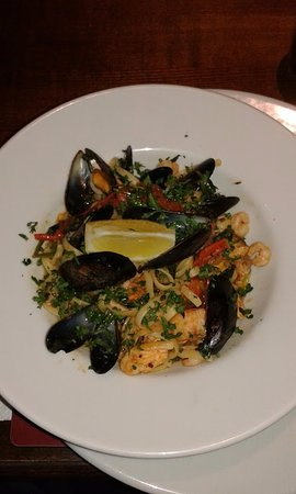 Bangor On Dee, UK: Seafood linguine. Contained salmon, prawns and mussels.