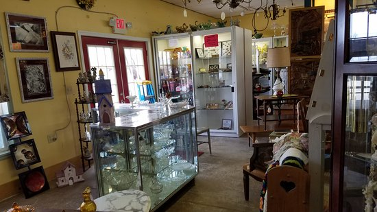 Red Door Antiques: booth - Booth - Picture Of Red Door Antiques, Eddyville - TripAdvisor