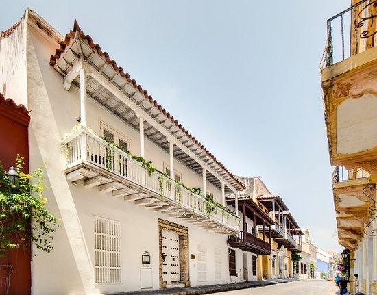 Tcherassi Hotel: Exterior de día
