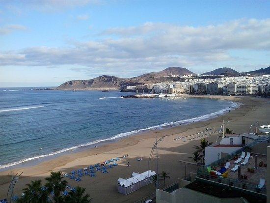 Reina Isabel Hotel: vista de la playa de las canteras desde la piscina de la azotea. Noviembre
