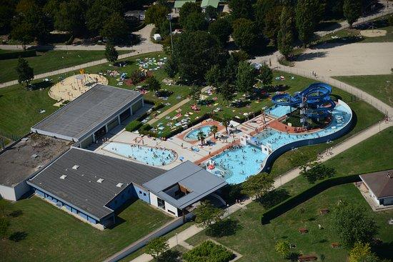 Montrevel-en-Bresse, Prancis: vue aérienne centre aquatique
