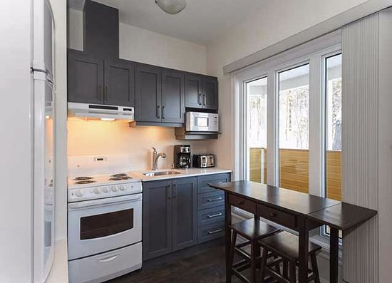 Wakefield, Kanada: Another of our in-suite kitchens for your convenience