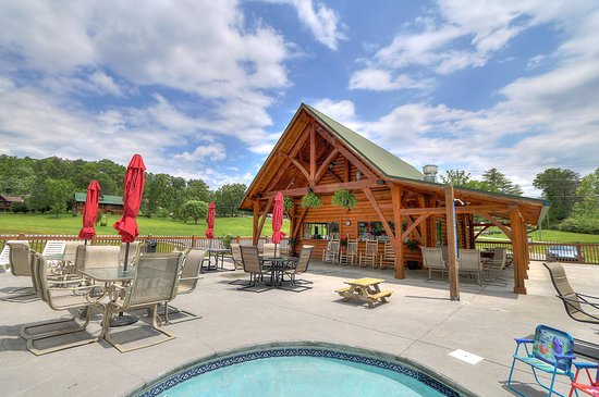 Honeysuckle meadows pool deli sevierville all you for Eagles view cabin sevierville tn
