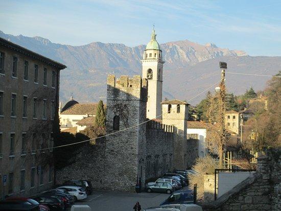 Mura della Città di Rovereto: Mura viste dal castello