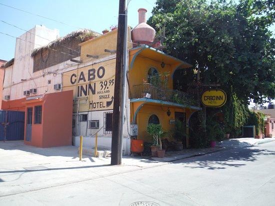 Cabo Inn Hotel: Street view
