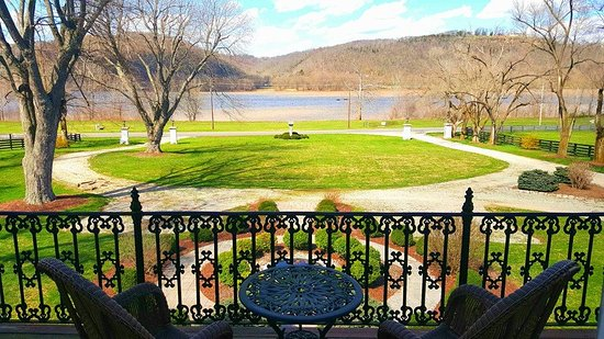 Richwood on the River: Perfect view of the Ohio River from the River View Mansion Suite