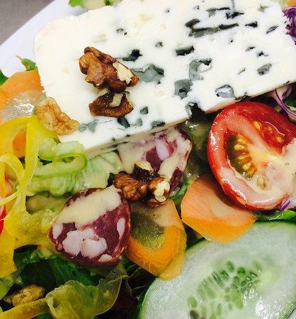 Saint-Rome-de-Tarn, France : salade Roquefort
