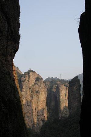 Yueqing, Cina: Mt.Yandang Resort вид от храма из ущелья