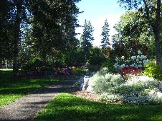 Prince George, كندا: Pathways through the park.