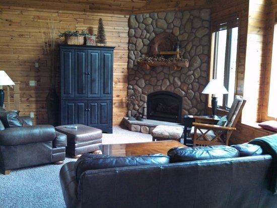 Eagle River, WI: Prairiewood living room