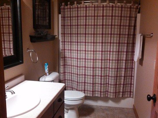 Eagle River, WI: Prairiewood bathroom