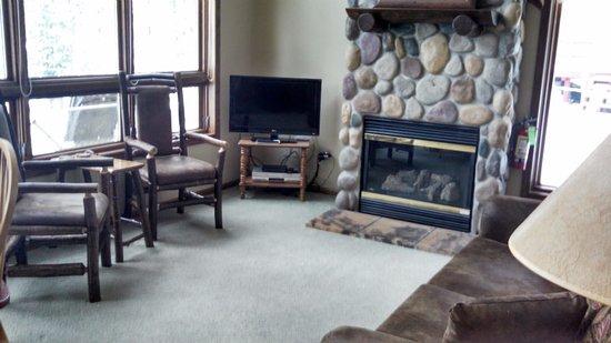 Eagle River, WI: Greenwood livingroom