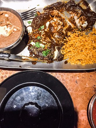 Silverdale, Etat de Washington : Chicken en mole with spanish rice and bean dip plus tortilla