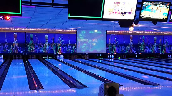 Olathe, Κάνσας: Cosmic Bowling Every Friday & Saturday Night