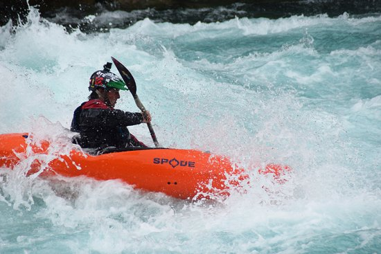 Valais Wallis Adventures: Whitewater Kayak School- all levels